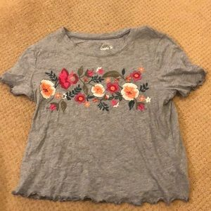Hollister lettuce edge embroidered t shirt size M